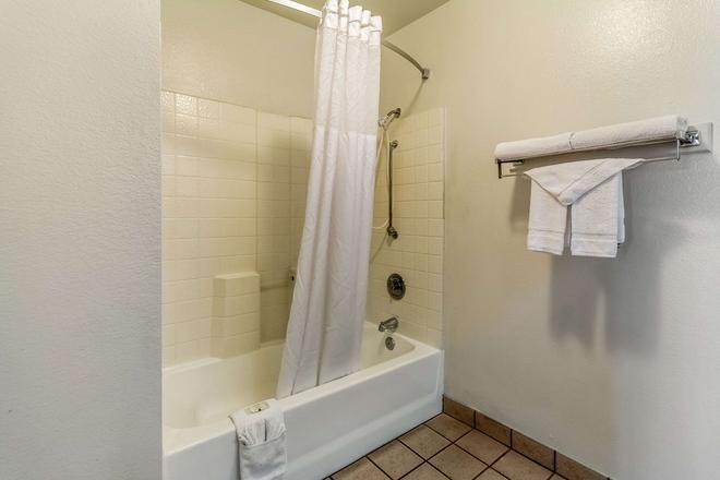 ควอลิตี้อินน์ เฟรสโน ใกล้มหาวิทยาลัย - เฟรสโน - ห้องน้ำ