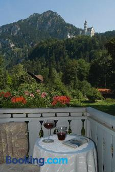Romantic-Pension Albrecht - Since 1901 - Schwangau - Balcony