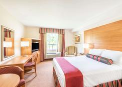 Super 8 by Wyndham Cornwall ON - Cornwall - Bedroom