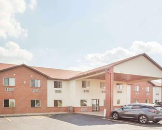 Super 8 by Wyndham Monmouth IL - Monmouth - Edificio
