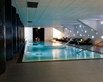 開放村莊體育酒店及 Spa 俱樂部 - 吉馬良斯 - 吉馬良斯 - 游泳池