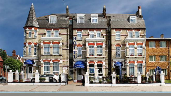 Clapham South Dudley Hotel - London - Building