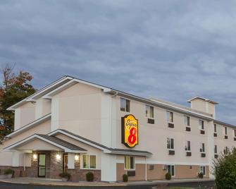 Super 8 by Wyndham Latham/Albany Troy Area - Latham - Building