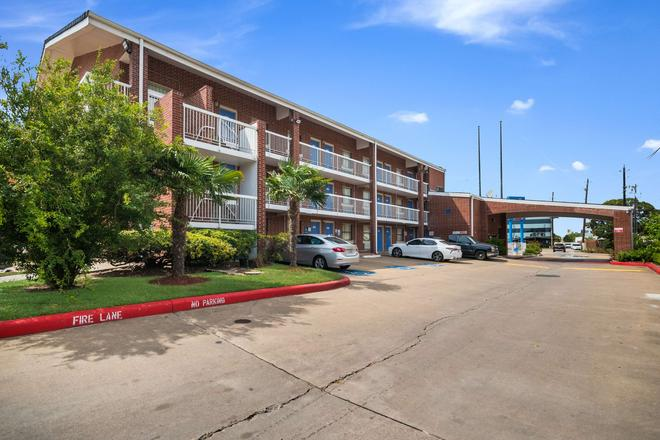 Motel 6 Houston - Brookhollow - Houston - Building