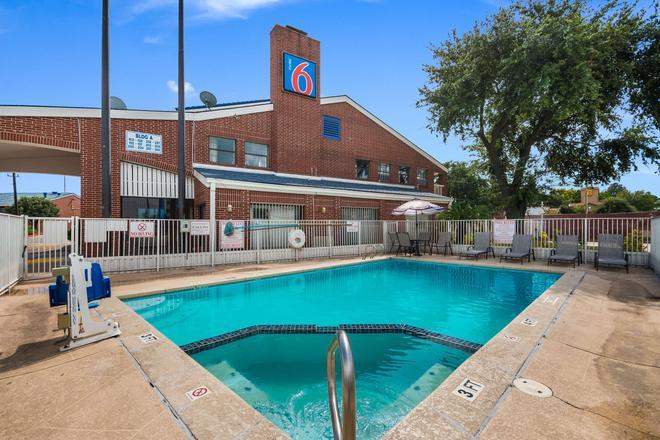 Motel 6 Houston - Brookhollow - Houston - Pool