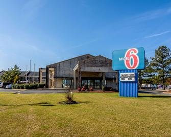Motel 6 Kenly Nc - Kenly - Building