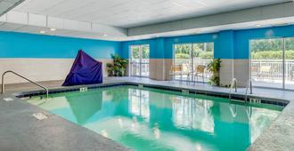 Fairfield Inn by Marriott Myrtle Beach North - Myrtle Beach - Piscina