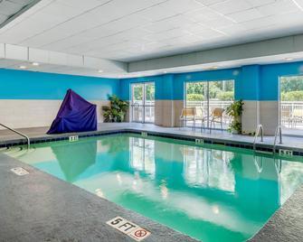 Fairfield Inn by Marriott Myrtle Beach North - Myrtle Beach - Πισίνα