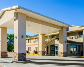 Quality Inn - Great Bend - Building