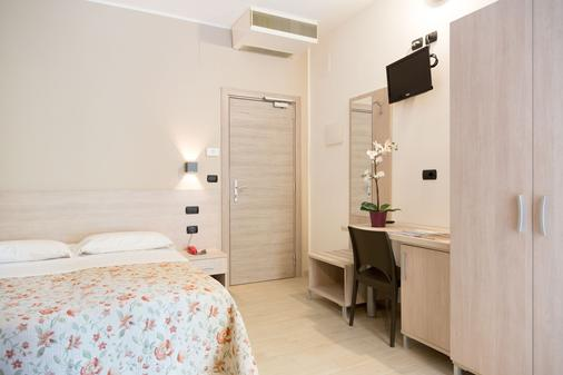 Hotel Saint Tropez - Pineto - Bedroom