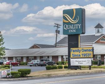 Quality Inn Breeze Manor - Breezewood - Building
