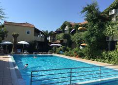 The Mayflower Studios & Apartments - Moraitika - Pool