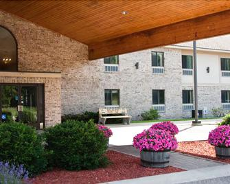 All Seasons Resort - Kalkaska - Building