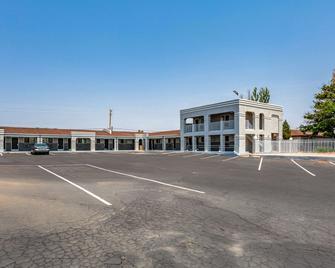 Econo Lodge Inn & Suites - Santa Rosa - Building