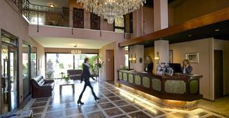 Hotel Garni Geisler - קלן - דלפק קבלה