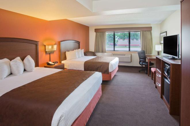 AmericInn by Wyndham Grand Forks - Grand Forks - Bedroom