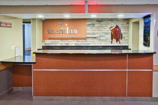 AmericInn by Wyndham Grand Forks - Grand Forks - Lễ tân