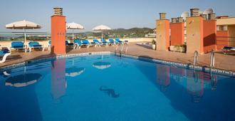 Htop Royal Sun Suites - Santa Susanna - Piscina