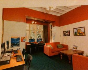 Stafford Gables Hostel - Дунедін - Living room