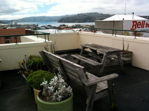 Stafford Gables Hostel - Dunedin - Balcony