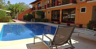 Hotel J.B. - Ixtapa Zihuatanejo - Piscina