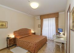 Hotel Verdemare - Pietrasanta - Bedroom