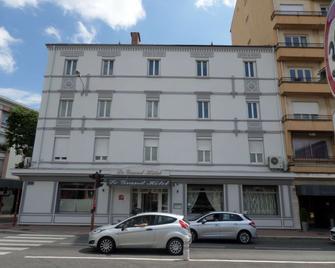 Brit Hotel Roanne - Le Grand Hotel - Roanne - Gebouw