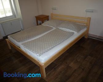 Booking Trzni - Decin - Slaapkamer