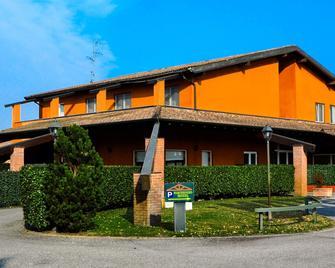 Hotel Don Carlo - Broni - Building