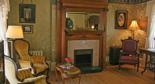 The Brumder Mansion - Milwaukee - Living room