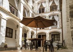 Villa de Tacvnga Hotel - Latacunga - Binnenhof