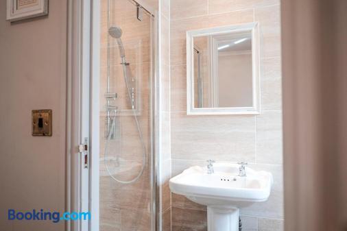 The Swan Hotel - Arundel - Bathroom