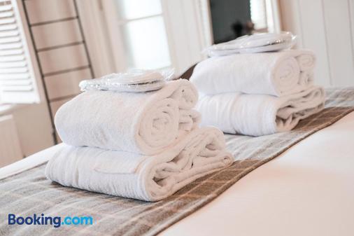 The Swan Hotel - Arundel - Bedroom