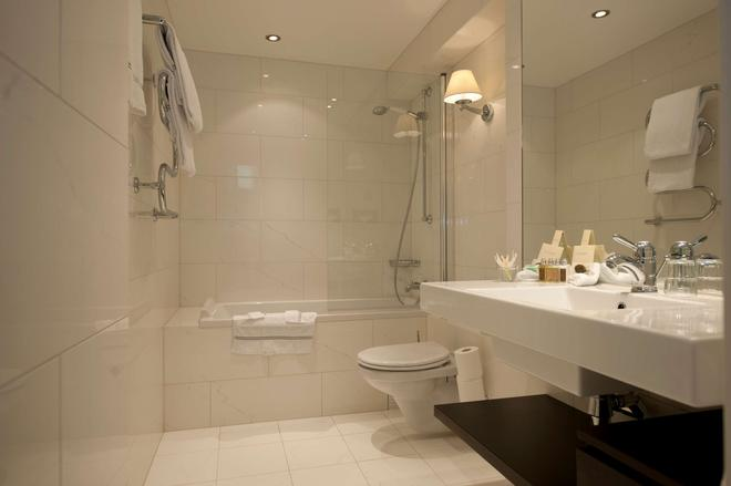 Grand Hotel Oslo by Scandic - Oslo - Bathroom