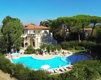 Relais & Residence Villa Mazzanta - Vada - Pool