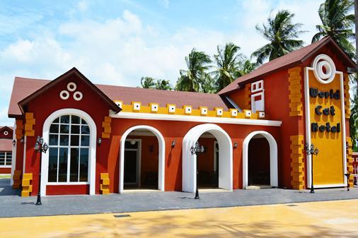 World Cat Hotel & Resort - Bang Saphan - Building