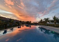 Aston Gorontalo Hotel & Villas - Gorontalo - Pool
