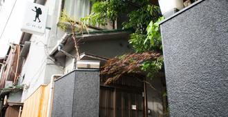 Guesthouse Madoka - Hostel - Takamatsu - Building