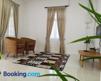 Ala Beach Lodge - Markisa Homestay - Bachok - Living room