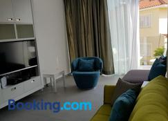 Yialos Luxury Apartments - Perivolia - Living room