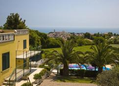 Hotel Le Cave - Sirolo - Outdoor view