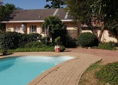 Emperor's Inn - Gaborone - Zwembad