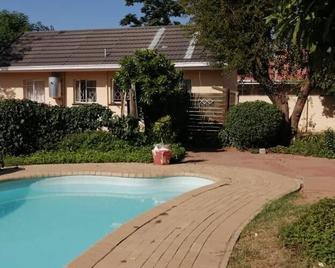Emperor's Inn - Gaborone - Pool