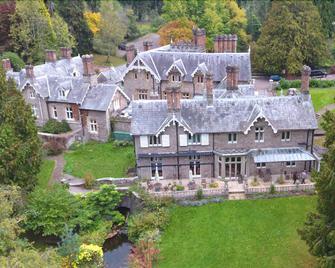 Dean Valley Manor - Lydney - Building