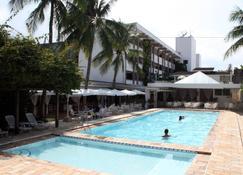 Ubatuba Palace Hotel - Ubatuba - Zwembad