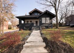 Hopkins Park Bed And Breakfast - Cincinnati - Budynek