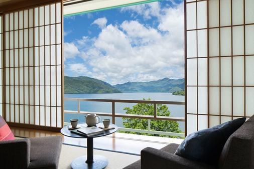Hoshino Resorts Kai Nikko - Nikkō - Parveke