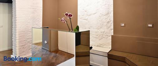 Bibi e Romeo's Home - Rome - Front desk