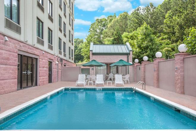 Wingate by Wyndham Tuscaloosa - Tuscaloosa - Pool