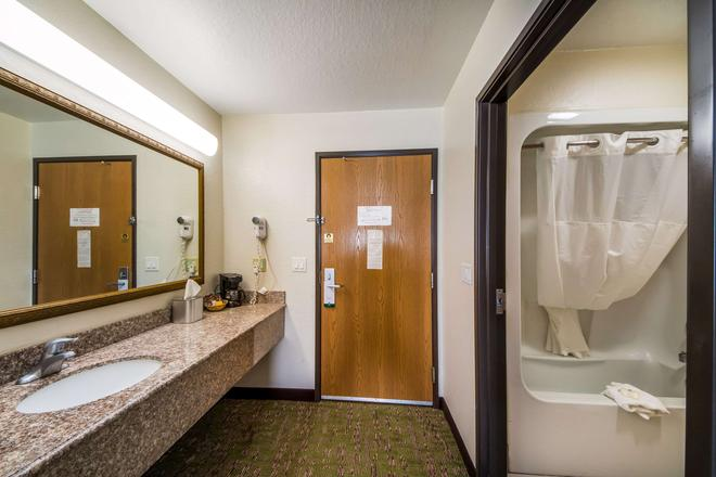 Quality Suites San Antonio - San Antonio - Bathroom